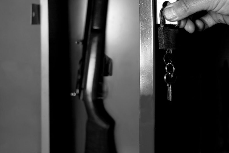 broń kolekcjonerska w domu